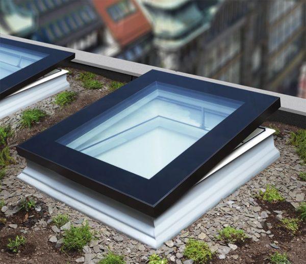 Fereastra acoperis terasa deschidere manuala Fakro DMF DU8